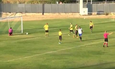 Αδιανόητο: Γκολ-καραμπόλα σε ερασιτεχνικό αγώνα! (video)