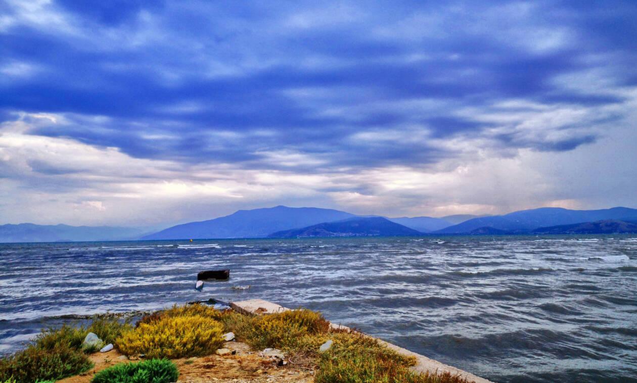 Καιρός: Άστατος με βροχές και καταιγίδες την Τρίτη (10/09) - Προσοχή στους θυελλώδεις ανέμους