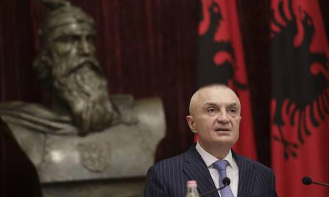 «Φουντώνει» η πολιτική κρίση στην Αλβανία:Η κυβέρνηση δρομολόγησε διαδικασίες για την καθαίρεση Μέτα