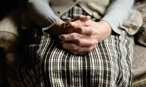 Το δίλημμα των περισσότερων γονιών: Νταντά ή γιαγιά;