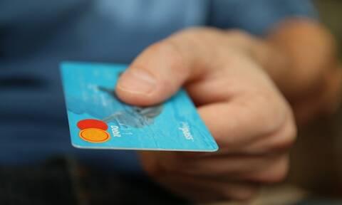 Προσοχή! Πληρώνεις με κάρτα; Δες τι αλλάζει σε λίγες μέρες