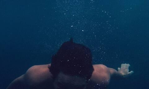 Κρήτη: Ο βυθός έκρυβε «θησαυρό» – Δείτε τι βρήκε ενώ κολυμπούσε (pics)