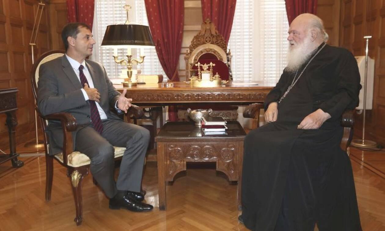 Συνάντηση του υπουργού τουρισμού, Χάρη Θεοχάρη, με τον Αρχιεπίσκοπο Ιερώνυμο