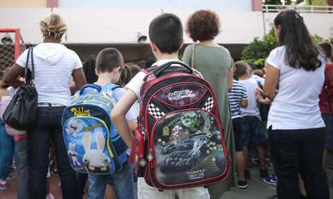 Άνοιξαν τα σχολεία: Οι ευχές των πολιτικών και το μήνυμα Ιερώνυμου