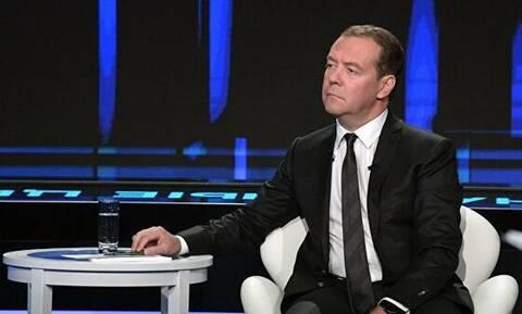 """Рост экономики, санкции, инвестиции: """"Диалог"""" с Дмитрием Медведевым"""