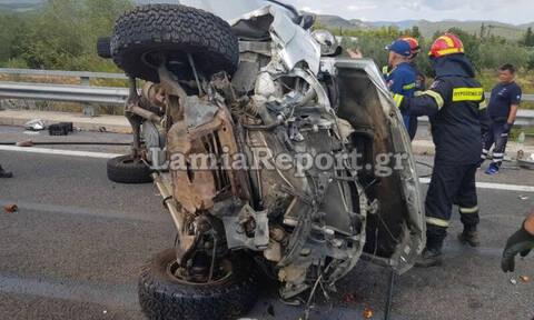Φθιώτιδα: Αυτοκίνητο τούμπαρε λίγο μετά τη Λαμία - Εγκλωβίστηκε ο οδηγός (pics)
