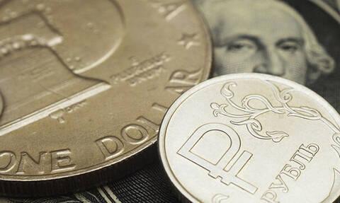 Рубль начал расти к доллару вслед за котировками нефти