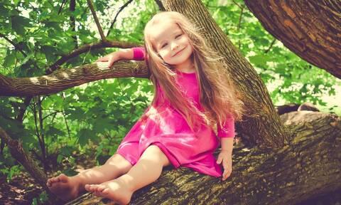 Κοντό παιδί: Μια παιδίατρος συμβουλεύει πότε να ανησυχήσουν οι γονείς