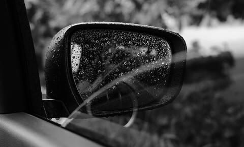 Ανείπωτη τραγωδία: Μωρό έκλεισε το παράθυρο του αυτοκινήτου και έπνιξε τη μητέρα του (vid)