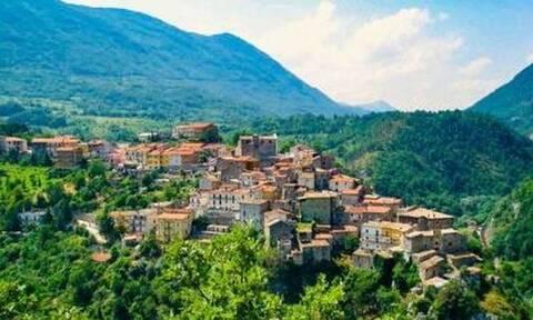 Σε αυτό το ιταλικό χωριό σου προφέρουν μισθό 700 ευρώ για να μετακομίσεις εκεί (vid)