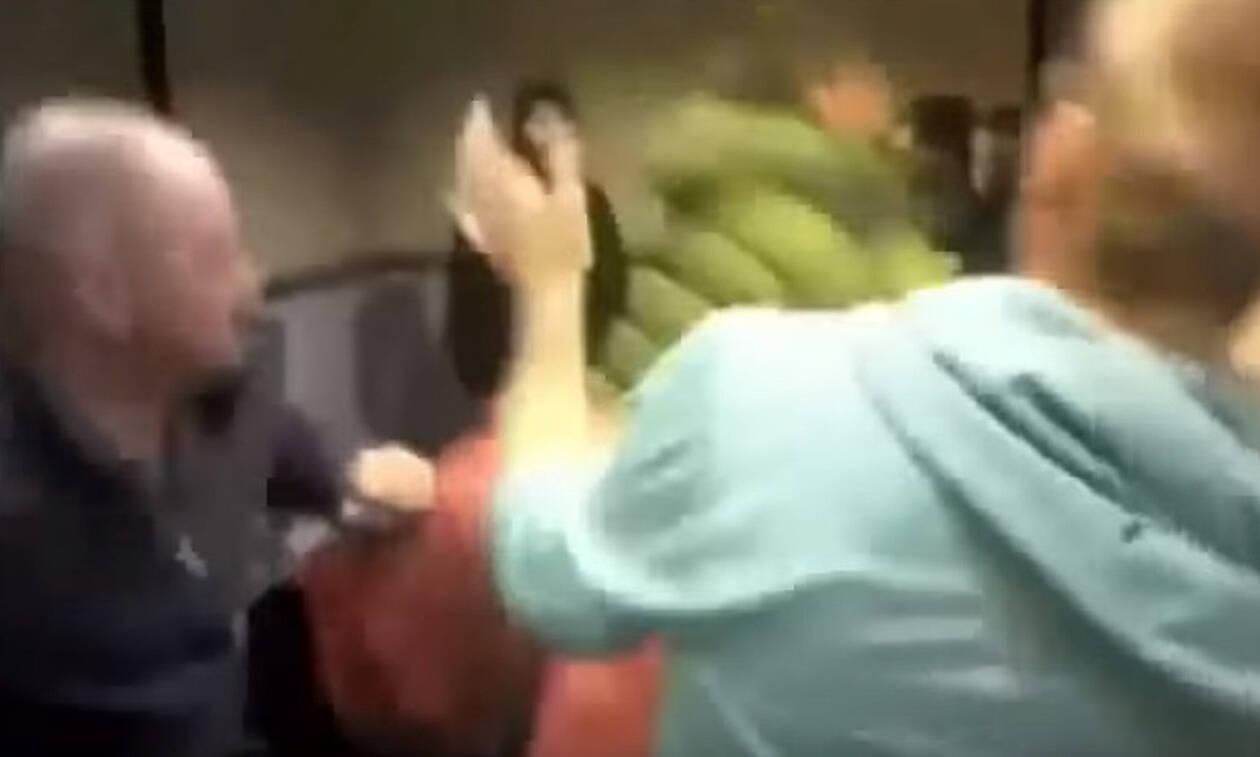 Πελάτης έσπασε στο ξύλο υπάλληλο σε fast food για να τον εξυπηρετήσει πιο γρήγορα! (vid)