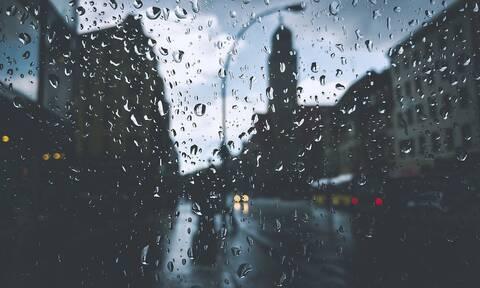Καιρός: Βροχές και θυελλώδεις άνεμοι έως 9 μποφόρ την Παρασκευή - Πού θα βρέξει (χάρτες)