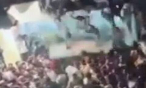 Συγκλονιστικό: Η κατάρρευση κτηρίου γεμάτο κόσμο – Καταπλακώθηκε το συγκεντρωμένο πλήθος (vid)