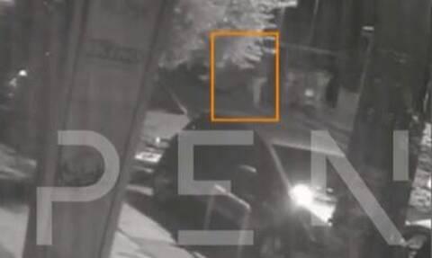 Νέα Ιωνία - Βίντεο ντοκουμέντο: Η στιγμή που η 19χρονη εγκαταλείπει το βρέφος