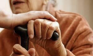 Στιγμές τρόμου για ηλικιωμένη στη Λαμία: «Ζητιάνα» επιτέθηκε και τη λήστεψε μέσα στο σπίτι της