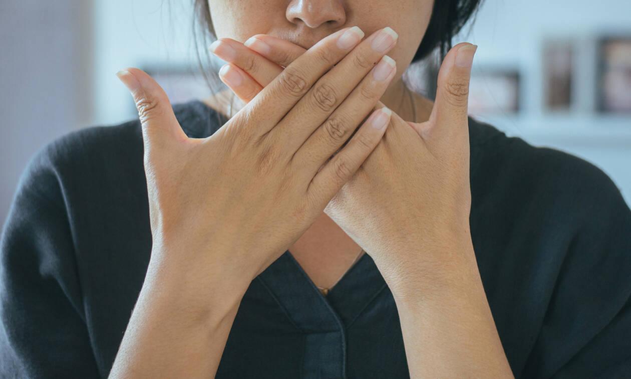 Κακοσμία στόματος; Έτσι θα την αντιμετωπίσετε (vid)