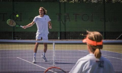 Ο Στέφανος Τσιτσιπάς έπαιξε τένις με τα παιδιά τηςΈνωσης «Μαζί για το Παιδί»