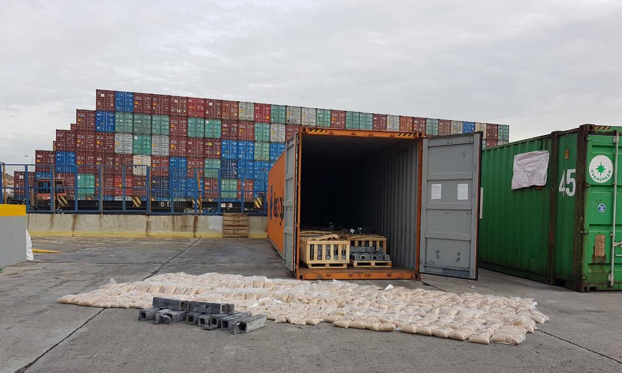 Πειραιάς: Κοντέινερ με μπανάνες έκρυβε μεγάλη ποσότητα κοκαΐνης