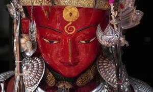 «Έκρηξη» χρωμάτων στην Ινδία - Το φεστιβάλ που κλέβει την παράσταση (pics)