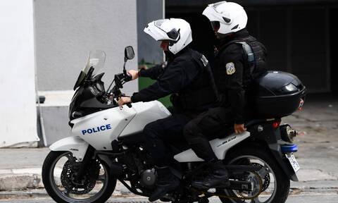 ΤΩΡΑ: Επεισόδια στο κέντρο της Αθήνας - Αντιεξουσιαστές πέταξαν μολότοφ
