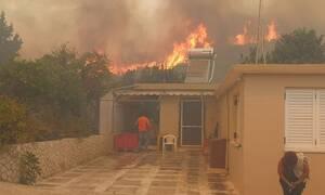 Φωτιά στη Ζάκυνθο: Οι φλόγες έφτασαν στο χωριό Κερί - Εκκενώνονται σπίτια και ξενοδοχείο