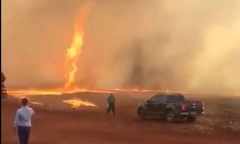 Απίστευτο βίντεο: Ανεμοστρόβιλος από φωτιά σαρώνει τα πάντα στο πέρασμά του