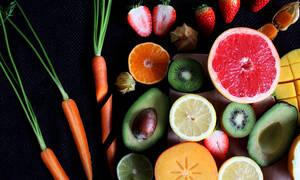 Έντεκα φρούτα και λαχανικά που πρέπει να έχεις στη διατροφή σου για να είσαι υγιής