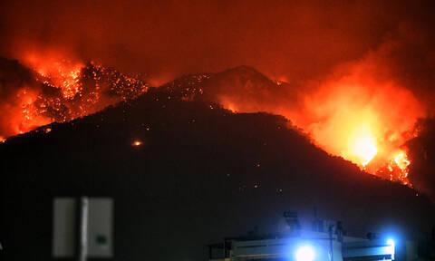 Φωτιά Λουτράκι: Ολονύχτια «μάχη» με τις αναζωπυρώσεις - Στους δρόμους οι κάτοικοι για δεύτερο βράδυ
