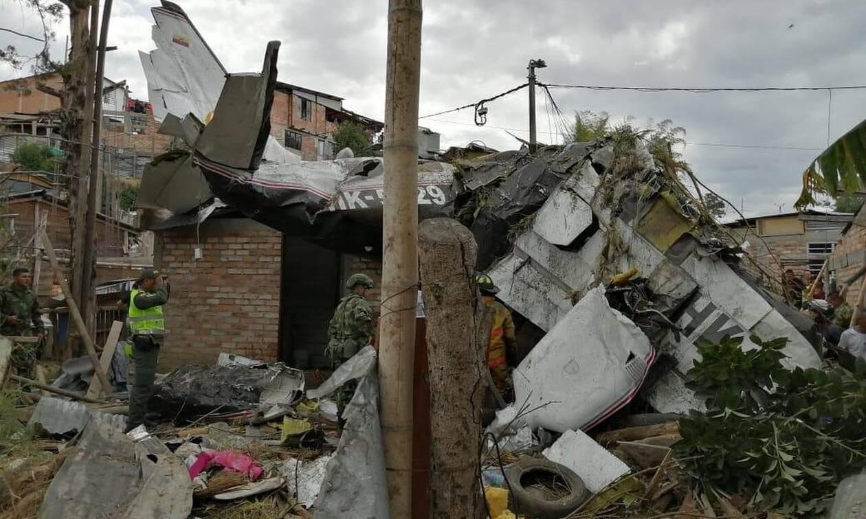 Κολομβία: Επτά νεκροί από συντριβή αεροσκάφους σε κατοικημένη περιοχή (pics+vid)