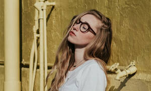 Τριχόπτωση: 4 λόγοι που πέφτουν τα μαλλιά σου στην εφηβεία