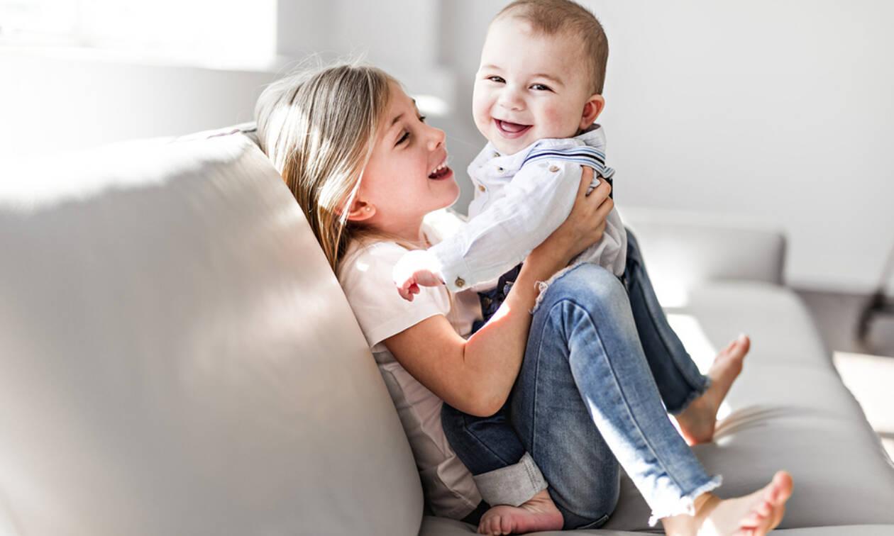 Παιδιά που μεγαλώνουν με μεγαλύτερο αδερφό παρουσιάζουν καθυστερημένη γλωσσική ανάπτυξη