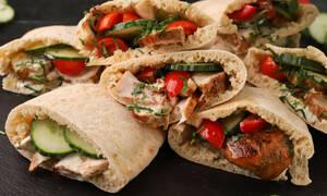 Πανεύκολη συνταγή για κυπριακές πίτες με ψητό κοτόπουλο