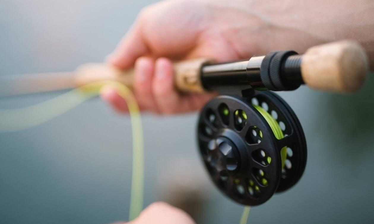 Έπαθε ΣΟΚ ο ψαράς όταν σήκωσε το καλάμι του - Δείτε τι έπιασε (pics)