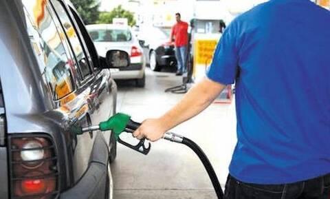 Επικό! Έβαλε 40 ευρώ βενζίνη - Δεν φαντάζεστε με ποιον τρόπο πλήρωσε (video)