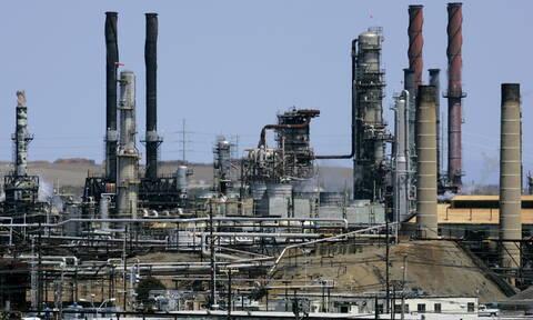 Απίστευτη άνοδος στην τιμή του πετρελαίου - Πτώση στη Wall Street