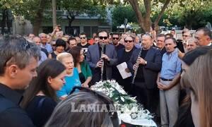 Σπαραγμός στην κηδεία του Γιώργου Τζαμάρα - Ράγισαν καρδιές στο μοιρολόι της Φιλιώς Πυργάκη
