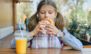 Πώς επηρεάζεται η σχολική επίδοση από τη διατροφή;