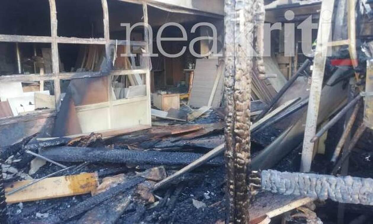 Ηράκλειο: Κάηκε ολοσχερώς εργοστάσιο ξυλείας (pics)