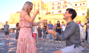 Πρόταση γάμου για όσκαρ στην Κρήτη! (vid)