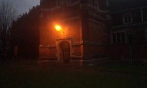 Ανατριχίλα: Φάντασμα καλόγριας στην είσοδο εκκλησίας - Αντέχετε να το δείτε;