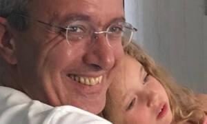 Νίκος Χατζηνικολάου: Η κόρη του Εύα μεγάλωσε πολύ - Δείτε τη να διαβάζει στο σπίτι (pics)