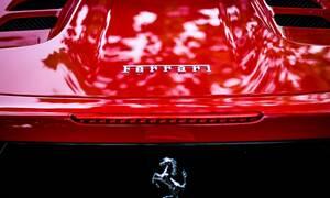 Προς πώληση το μοναδικό αγωνιστικό ταχύπλοο σκάφος με κινητήρα Ferrari (vid)