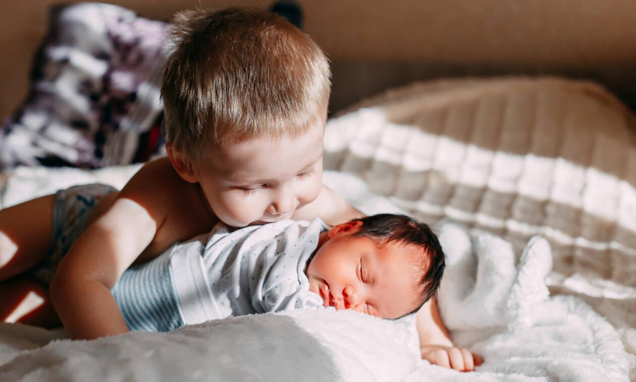Φωτογραφίες που πρέπει να τραβήξετε τους πρώτους μήνες το μωρό σας (pics)