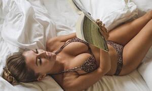Μαζί της έχεις πολύ... homework! (pics)