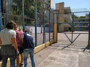 Δεκάδες προσαγωγές της ΕΛΑΣ έξω από σχολεία