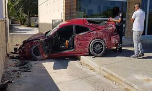 Σοβαρό τροχαίο στην Αρτέμιδα: Βαριά τραυματισμένος απεγκλωβίστηκε ο οδηγός (pics)