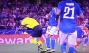 Απίστευτο: Διαιτητής «έφαγε» σουτ στο κεφάλι σε αγώνα Champions League!