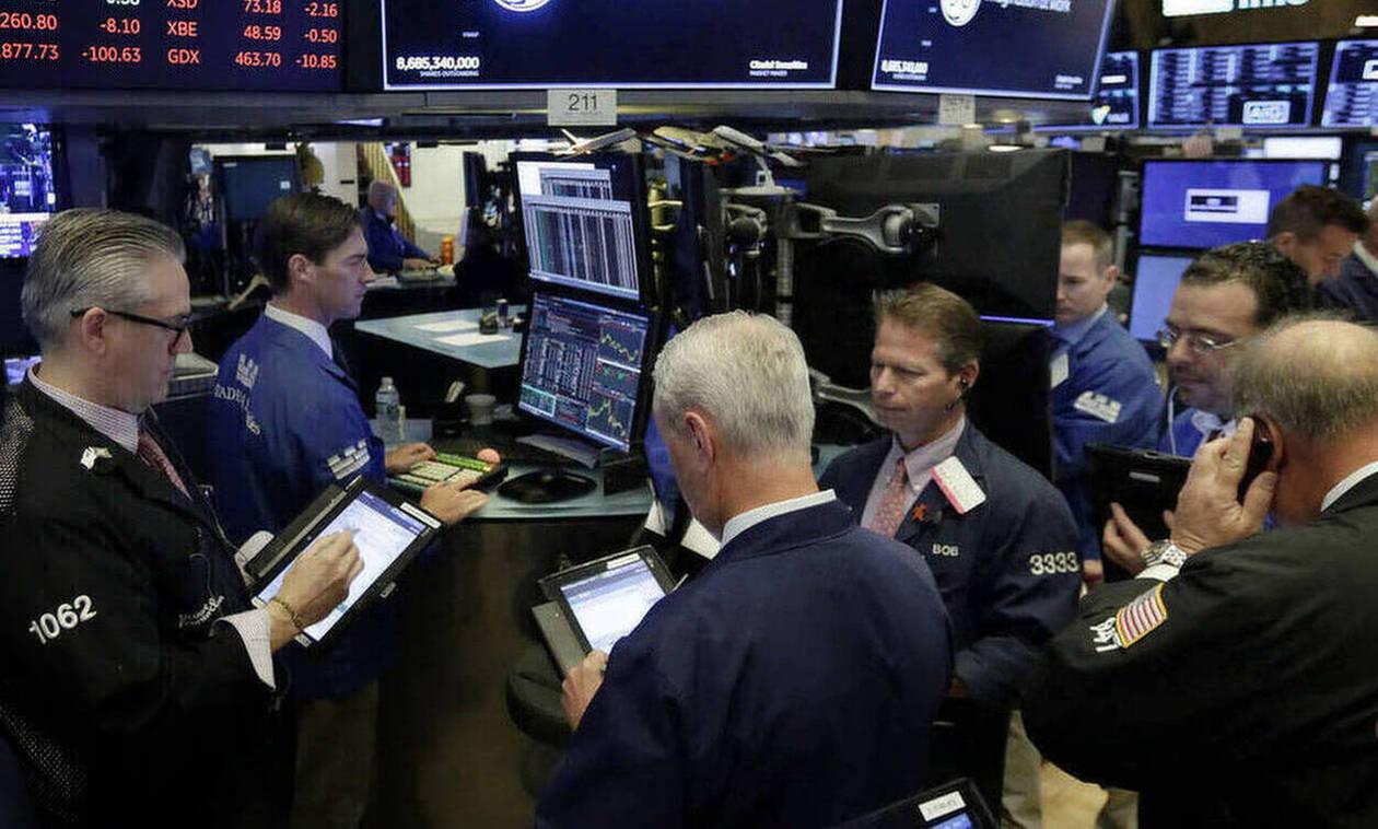 Η Fed «έσωσε» στο τέλος τη Wall Street - Νέα πτώση στην τιμή του πετρελαίου