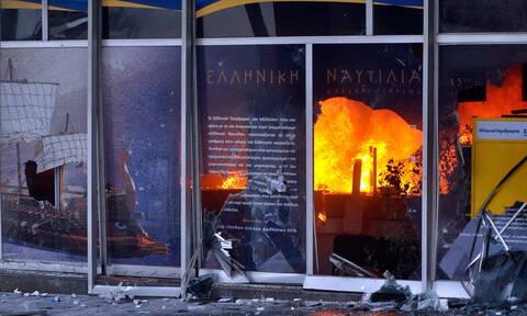 Αττική: Επίθεση με γκαζάκια σε υποκατάστημα των ΕΛΤΑ στην Πεύκη