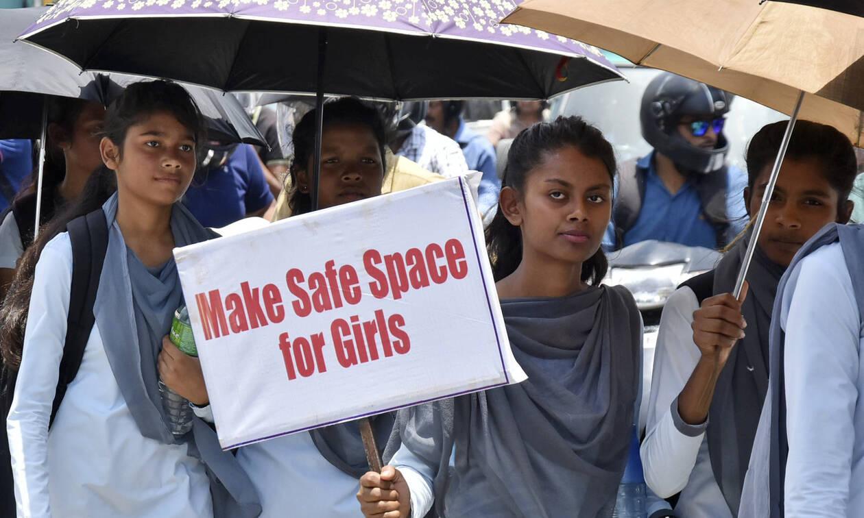 Φρίκη στην Ινδία: Έξι άνδρες βίασαν και σκότωσαν οκτάχρονο κορίτσι